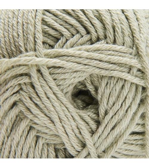 PELOTE DE LAINE PETIT BAMBOU Pelote de 50g  Wooly Laines vous présente une pelote de laine aux qualités supérieures grâce à sa