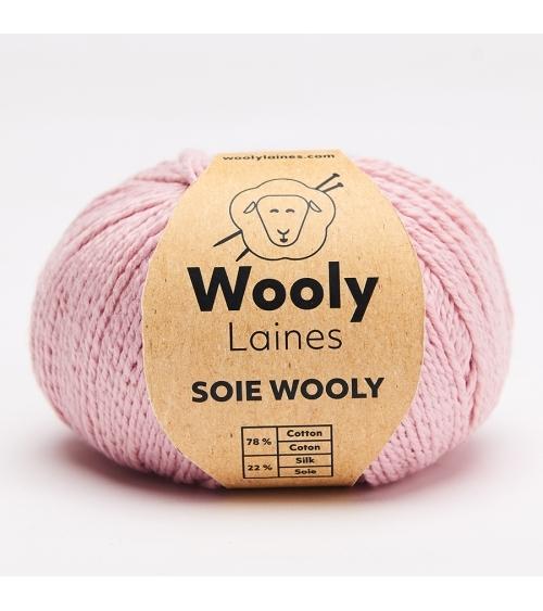 Pull Paola - Kit de Tricot en Soie Wooly Pelote de 50gr Niveau intermédiaire.  Le pull Paola est parfait pour la mi-saison et