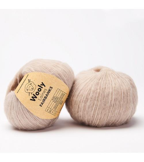 PELOTE DE LAINE FAIRBANKS  Pelote de 50 gr. Fairbanks est un riche mélange de matières légèrement grattées, et de laine Mérino