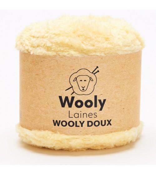 PELOTE DE LAINE WOOLY DOUX Pelote de 100 gr. WOOLY DOUX est entièrement constituée de microfibres, elle apporte légèreté et rés